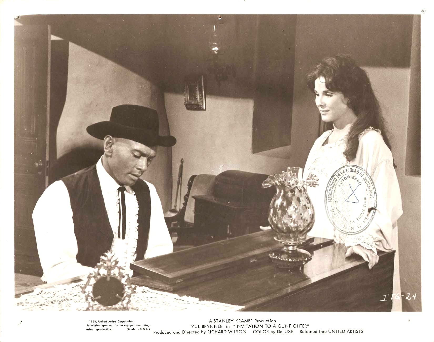 23745 Invitation to a Gunfighter janice rule & yul brynner in \
